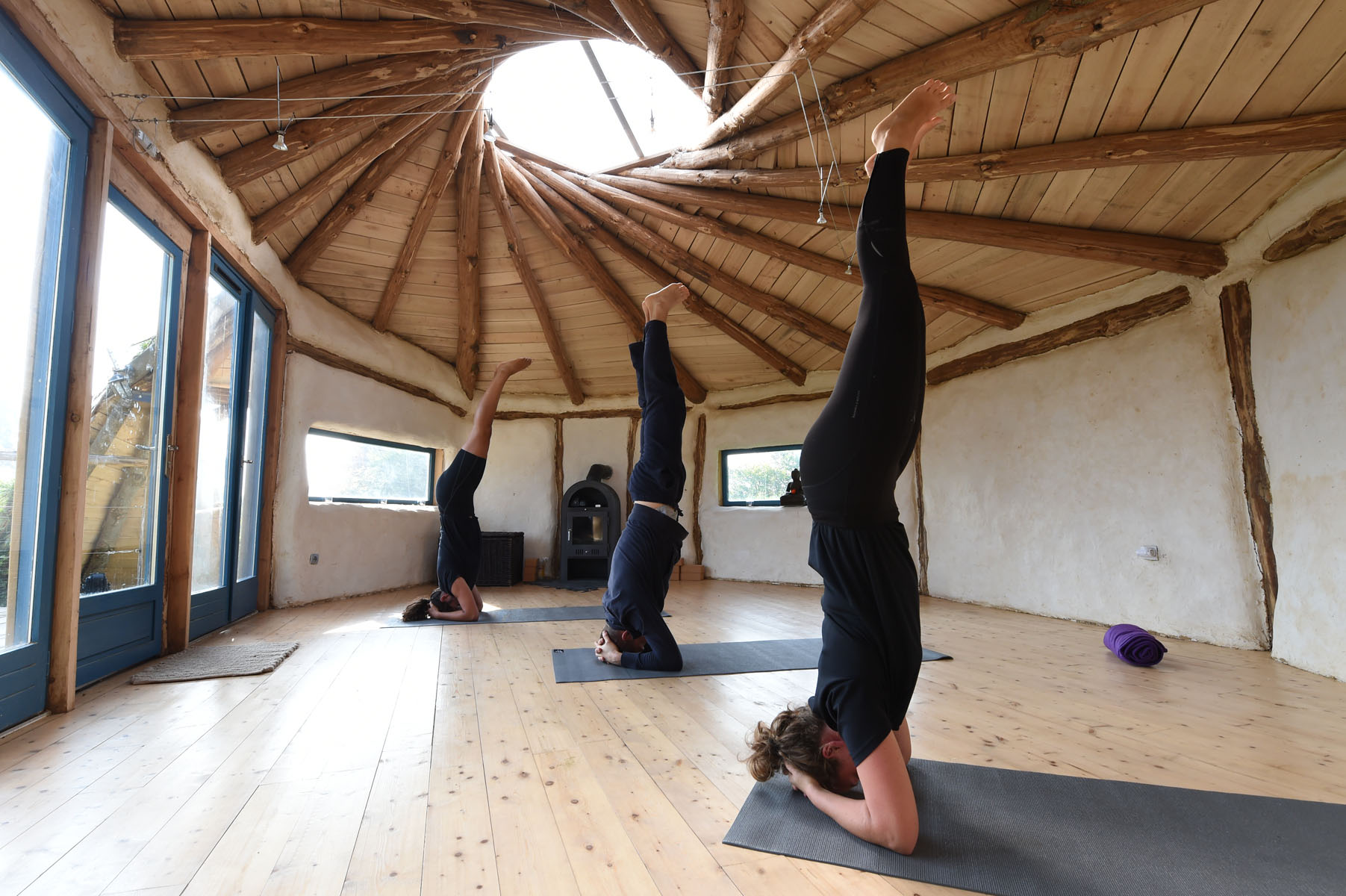 3/Activites/Yoga-Bois-Guy2_hobbit_house.jpg