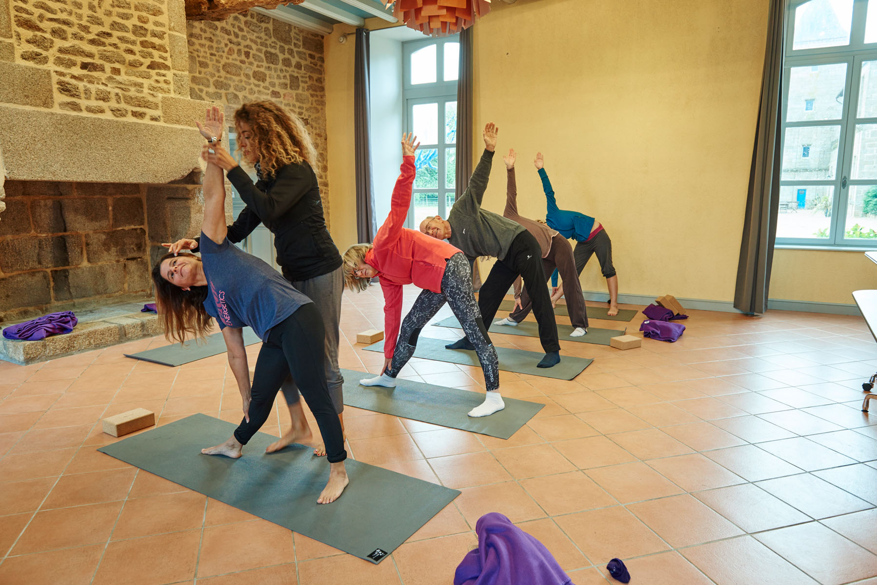 3/Activites/Yoga_salle-Fougeres_cours.jpg