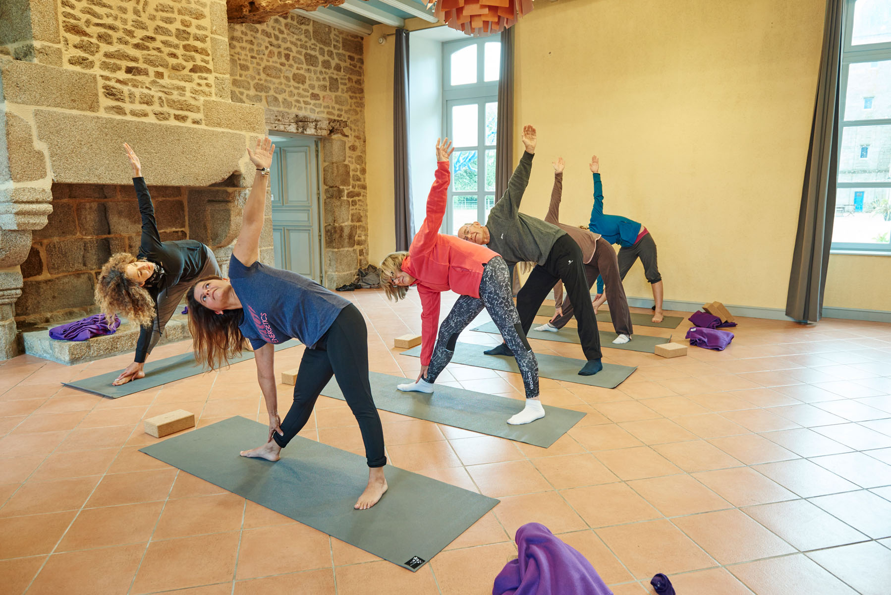 3/Activites/Yoga_salle-Fougeres_cours3.jpg