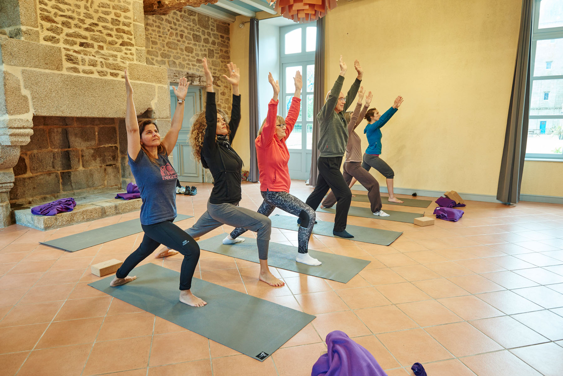 3/Activites/Yoga_salle-Fougeres_cours4.jpg