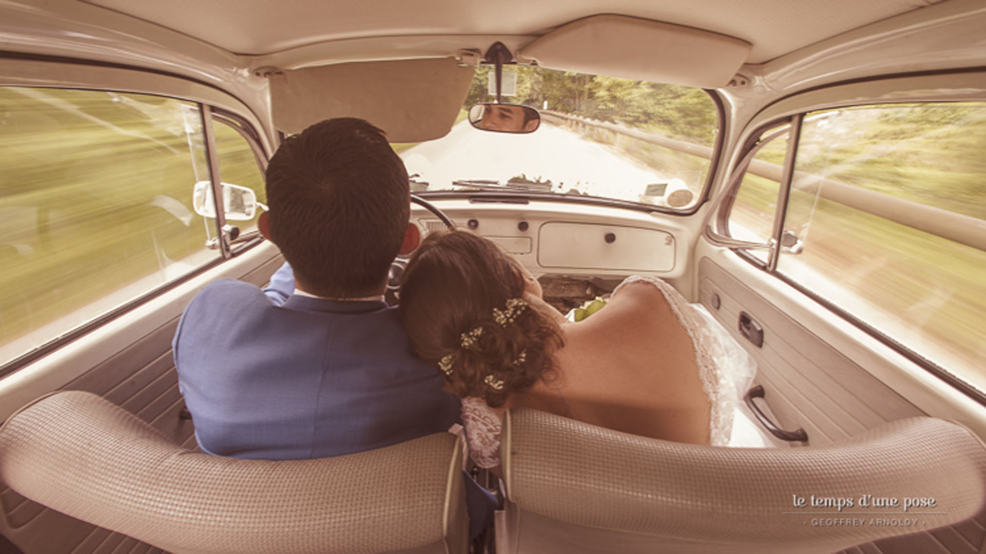 3/Mariages/Couples/maries-voiture-fin-mariage.jpg